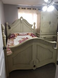 Gorgeous queen bedroom set with marble tops!!