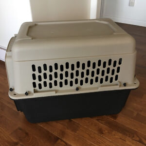 Medium kennel. Dogs up to 70 Lbs
