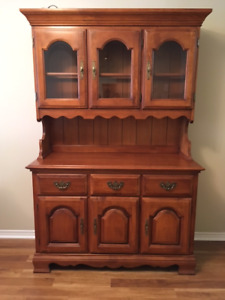Kroehler Maple Dining Table, Chairs, Buffet and Hutch