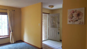 2 Large Bedroom Upper Level Apartment in Center of Newmarket