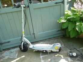 RAZOR E-100 CHILDS SCOOTER PLUS BATTERY CHARGER