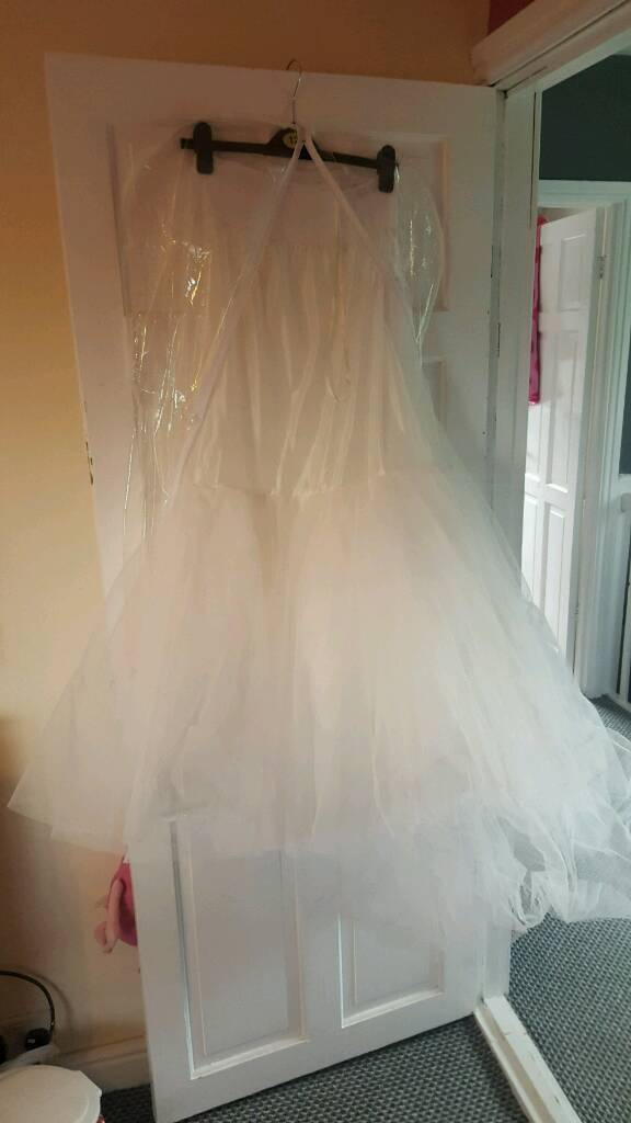 Wedding dress underskirt/petticoatin Nuneaton, WarwickshireGumtree - Wedding dress underskirt for size 12 14. Would suit and fit and flare style wedding dress or fish tail. perfect condition worn once no longer needed welcome to try on 10 pound (paid alot more) nuneaton