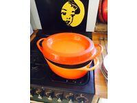 Large le creuset style casserole pot kitchen pan