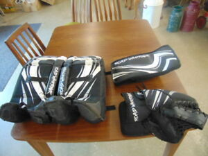 ROAD WARRIER GOALIE PADS AND GLOVES  YOUTH