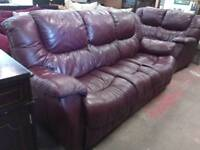 Leather 2 and 3 seater sofa set in very good condition.