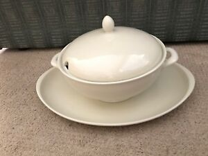 Fürstenberg soup tureen with lid and matching platter