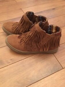 Brown boots, girl size 13
