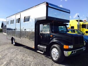 **REPO** 1989 International 4 Large Horse Transporter / Truck
