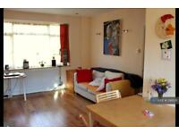 3 bedroom house in Greeno Crescent, Shepperton, TW17 (3 bed)