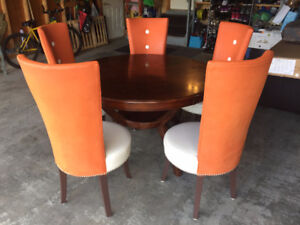 Round dining table + 5 chairs