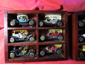 Miniature old cars with cases and hangers to put on the wall 12