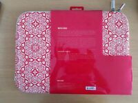 "INCASE Shepard Fairy Red and White Flowers 15"" Laptop Case"