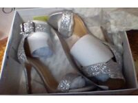 STUNNING SIZE 6 SILVER SHIMMER HEELS NEW WITH BOX
