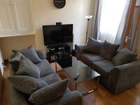 Spacious double bedroom in student shared house near City Centre