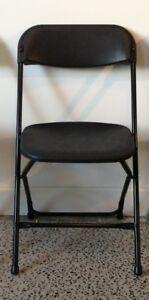 chaise pliante empilable noire neuve 16$