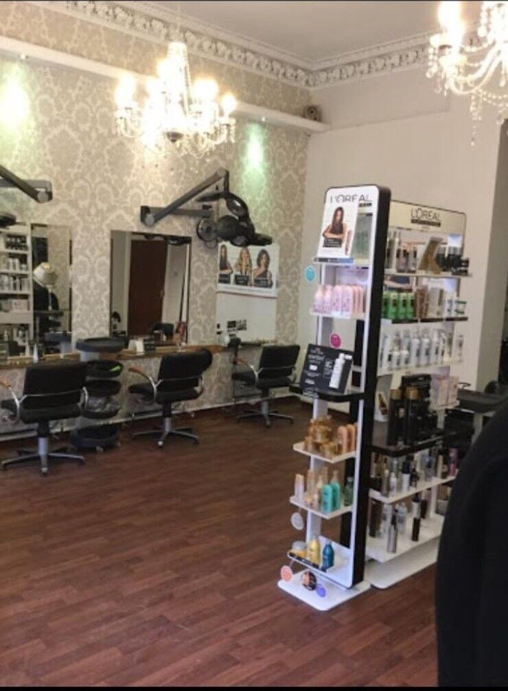 Hairdressing chair to rent in Lanark
