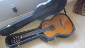 Yamaha C-40 Classical Acoustic Guitar (w/ hard case)