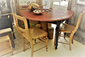 ANTIQUE/VINTAGE ROUND TABLE WITH 2 CHAIRS, REFINISHED