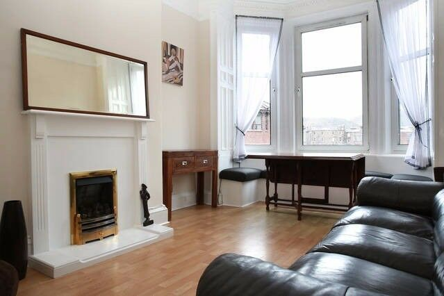 Beautiful bright central flat with south facing views of Arthur's Seat. GCH, DG and window seats