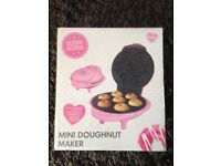 Mini Doughnut Maker Finished in Pink 1000w 230/240 volts Brand New and Boxed