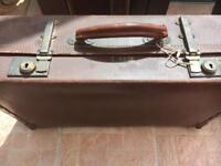 Revelation extendable suitcase 1940s