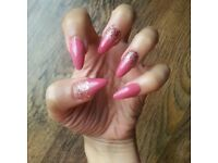 MOBILE NAIL TECHNICIAN / GELS / ACRYLICS / MANICURES / PEDICURES