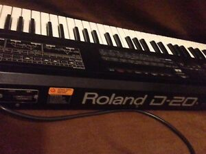 Roland D-20 synth keyboard w stand case