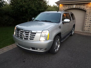 Cadillac Escalade 2011, ESV long, 150 000 Km.