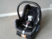 Maxi Cosi baby car seat and base