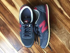 Brand new size 7 vintage style new balance