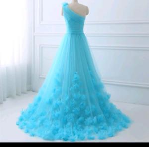 Brand new beautiful wedding dress never worn!!