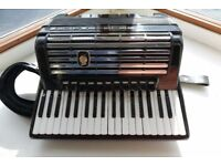 Weltmeister Consona 96,double cassotto accordion.German.Case and straps,fully working.