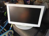 Toshiba 22' LCD TV/DVD player (like new)