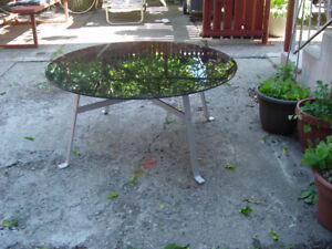 Coffee table glas & aluminum exelent condition for sale.