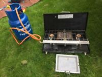 Double burner stove and gas bottle