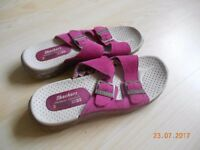 Skechers sandals - Size 4