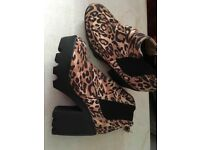 7 pairs of women's shoes. Size 7