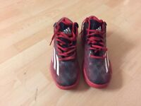 Men's Adidas crazy boost basketball size 9 1/2 trainners in good condition