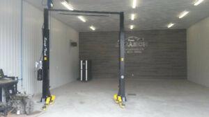 Pont elevateur Deux Poteaux  / Lift de garage / Machine a pneus
