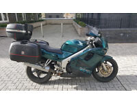 Urgent: Honda VFR 750 (1997) good condition. Cause of sale: leaving country