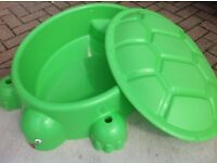 Turtle sandpit / pool with lid - Excellent condition
