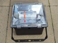 OUTDOOR AUTO FLOOD LAMP (NEW & UNUSED)