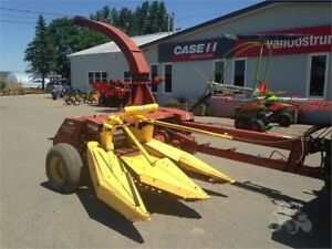 NEW HOLLAND Harvester 790 Corn Head.
