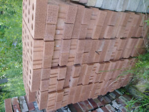 aprox 1000 red bricks half new half used but clean