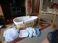 Moses Basket with washable cover and sheets