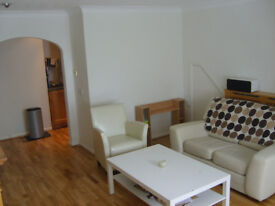 Fully furnished large double room in Guildford town centre, PARKING & bills included £623 pcm