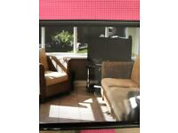 Concervatory 3 seater 1 seater +table