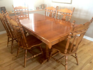 Quality!  Roxton Solid Maple Dining Table and 6 Chairs