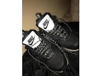 Nike air snow size 9