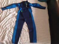 Kids wet suit 9-10